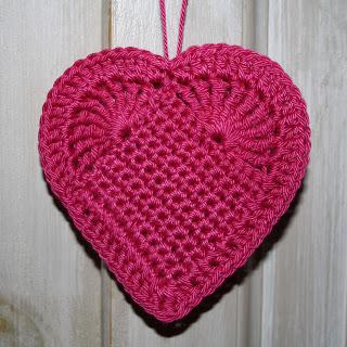 Ce c?ur en crochet plat de couleur rose est un autre mod?le qu?on ...